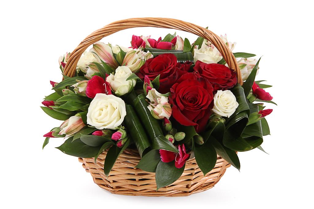 фото красивых букетов роз в корзинах изумрудные холмы, горные